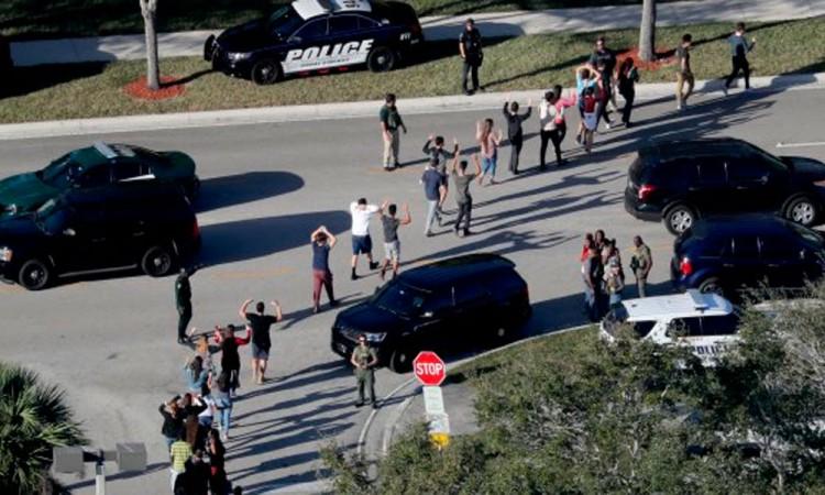 Tiroteo en escuela de Florida deja al menos 16 muertos