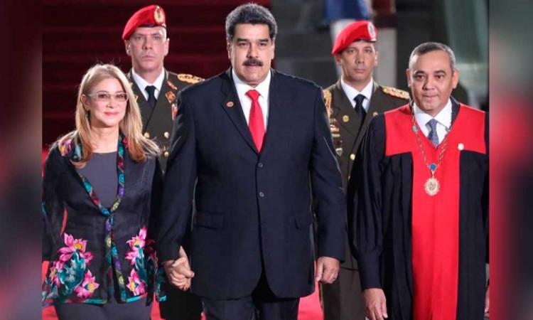 Maduro grita ¡viva México! durante toma de protesta