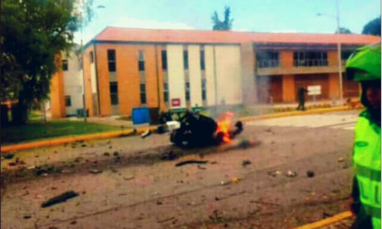 Mueren al menos 10 persona tras explosión de coche bomba en Bogóta