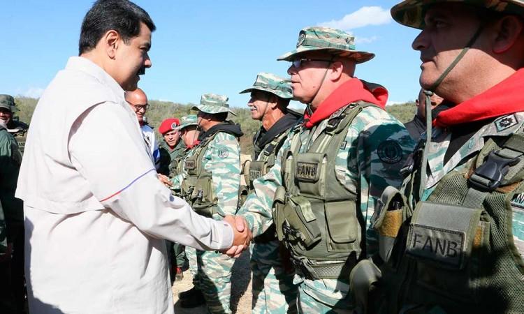 Inicia Maduro ejercicios militares con el grito fuera Trump de Venezuela