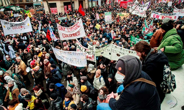 Protesta contra Macrón reúne a 806 mil en Francia