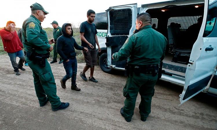 Aminoran capturas de migrantes en frontera de Estados Unidos
