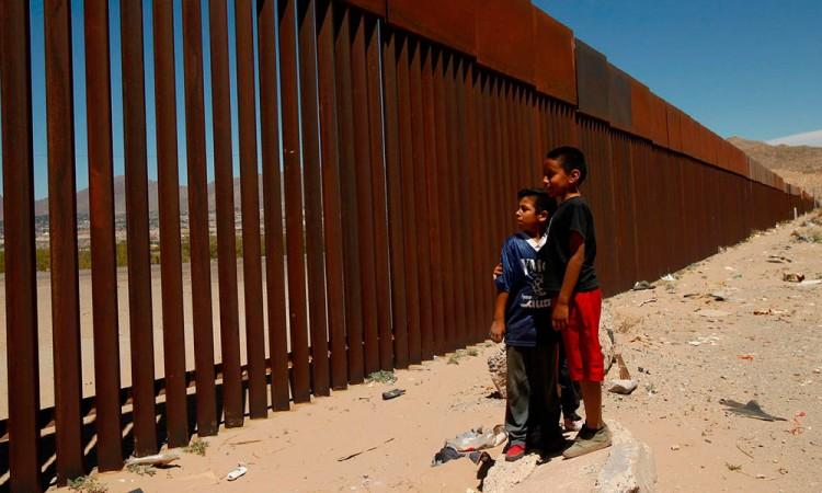 Desviarán recursos para construir el muro