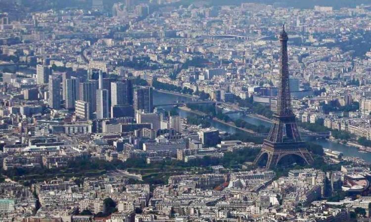 COVID-19: Disminuye contaminación del aire en París