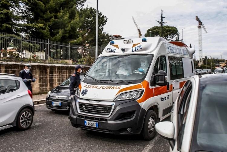 Italia supera los 10 mil muertos, pero sigue la tendencia a la baja de contagios