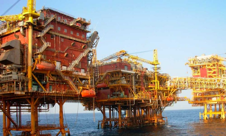 Sube el precio del petróleo por acuerdo con Rusia