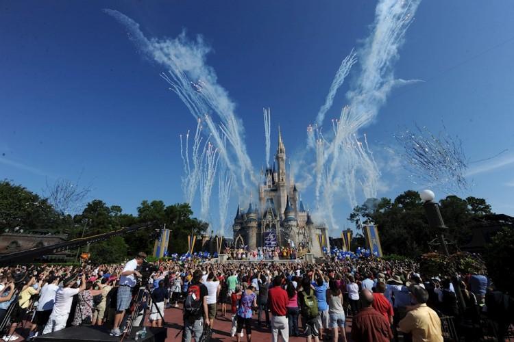 Unos 43 mil empleados de Disney World son suspendidos sin sueldo en Orlando