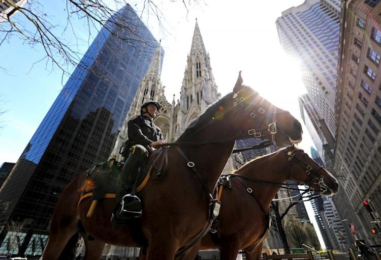 EU expresa cauto optimismo mientras Nueva York se acerca a 10 mil muertes