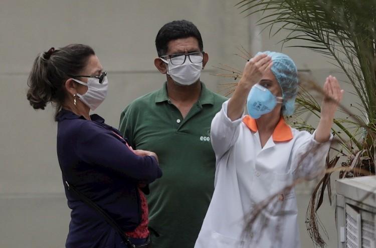 Brasil desacelera el número de muertes y contagios