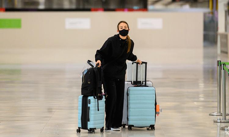 Los viajeros que lleguen a España deben guardar cuarentena