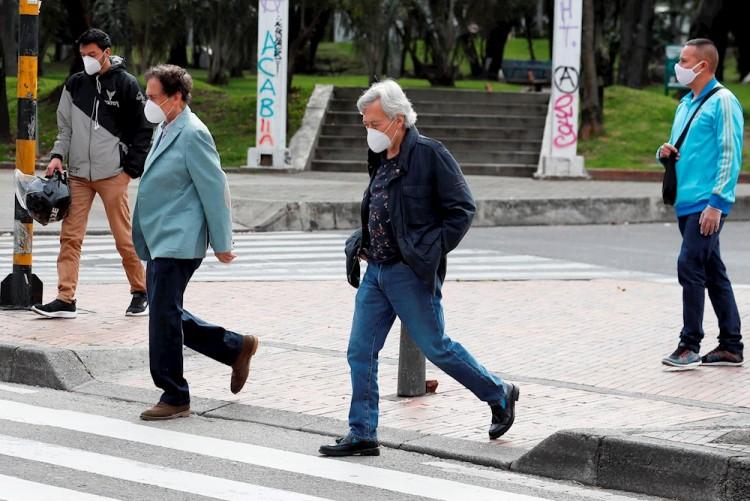 Colombia pasa por primera vez de los mil contagios diarios de COVID-19