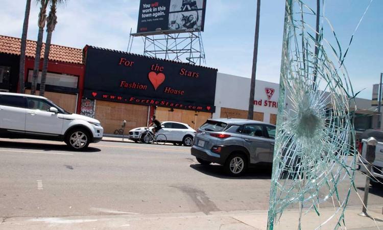 Los Ángeles adelanta su toque de queda por saqueos