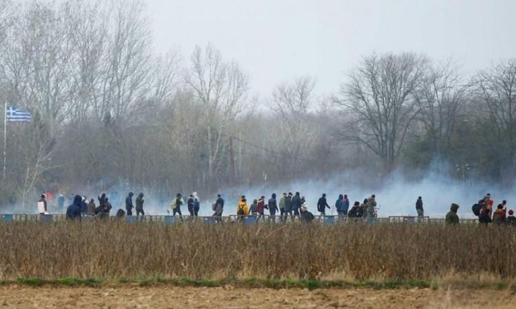 Policía griega lanza gases lacrimógenos a manifestantes