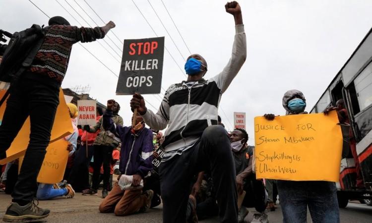 Protestan en Nairobi contra la brutalidad policiaca de Kenia