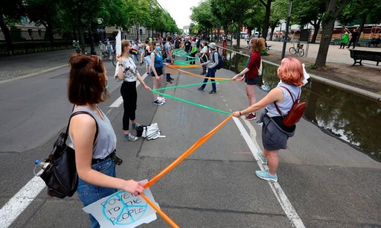 Miles de alemanes protestan contra discriminación racista