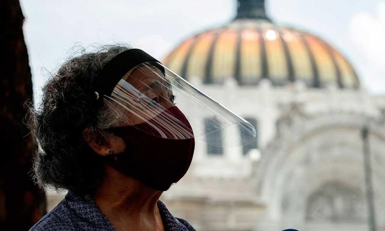 Covid-19 contagia a 10,7 millones y mata a 517 mil personas