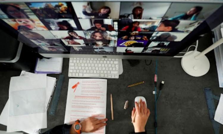 Revocarán visa a estudiantes que tomen su curso online en EU