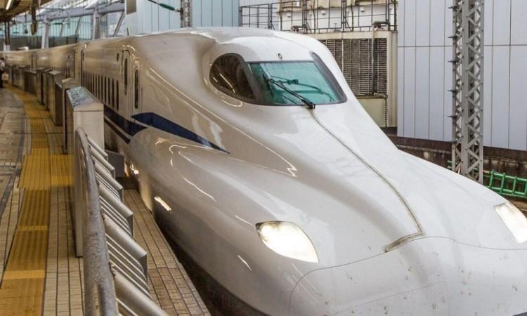 Estrenan en Japón el tren bala más rápido aprueba de terremotos