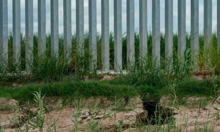 Trump critica construcción de una sección de muro con México