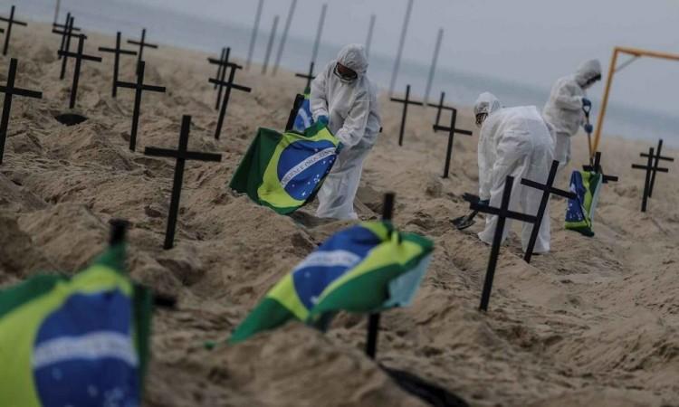Por primera vez en cinco días el número de fallecidos diarios fue inferior a mil.