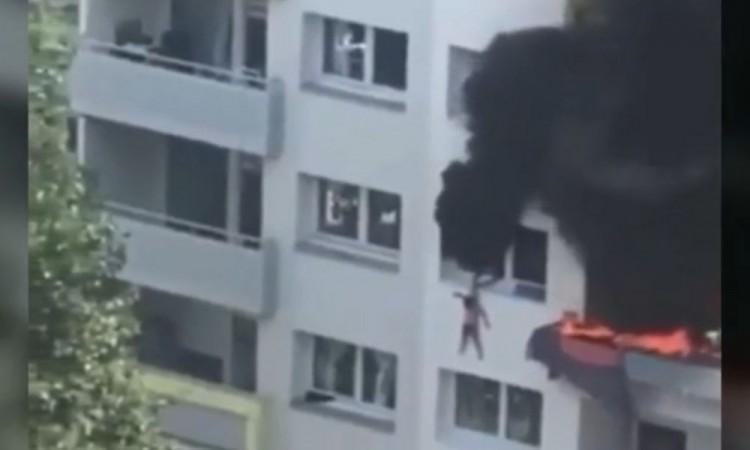 Ambos fueron hospitalizados por inhalación de humo.