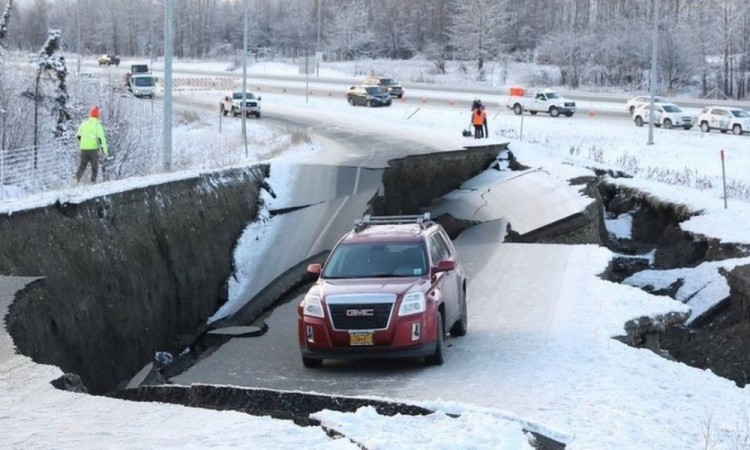 Terremoto de 7.8 provoca alerta de Tsunami en Alaska
