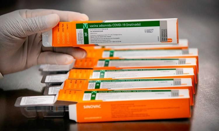 Covid-19: 3 vacunas están en etapa decisiva, peeero resultados podrían llevar otros 6 meses