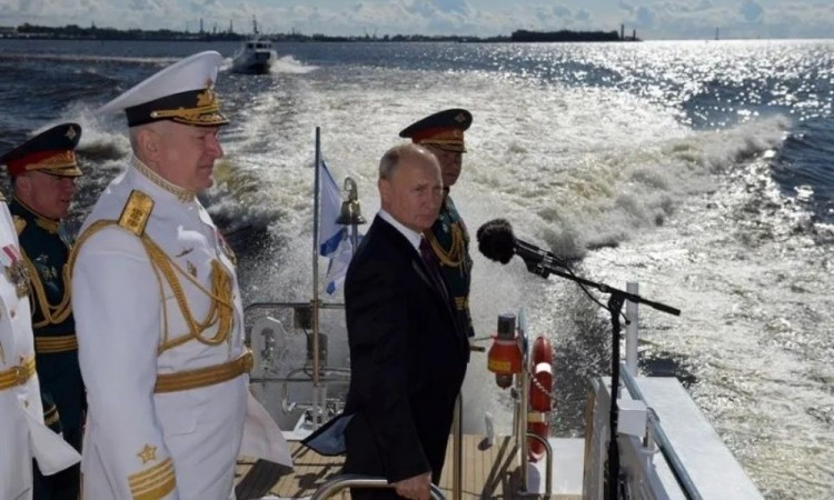 Anuncia Putin que Rusia se reforzará con armas hipersónicas