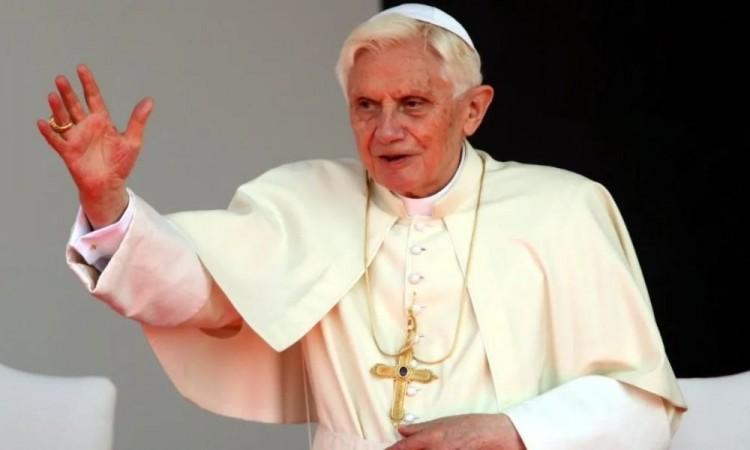 Papa emérito, Benedicto XVI, se encuentra con un estado de salud grave por una infección