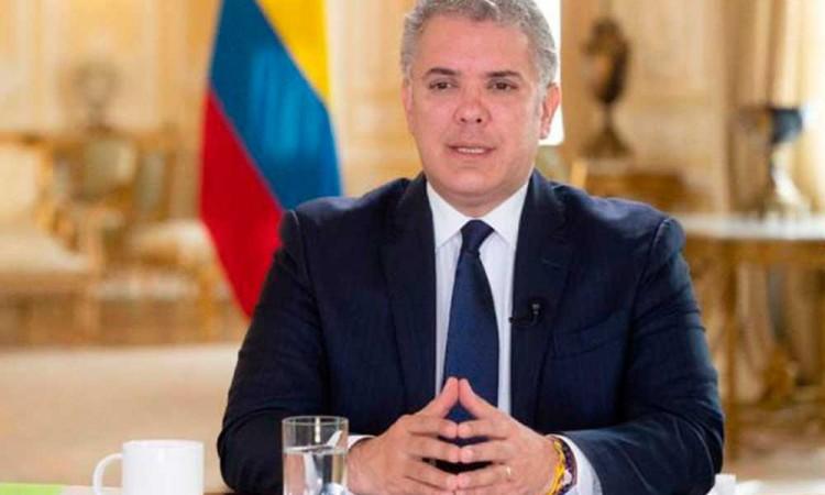 Ordenan detención domiciliaria contra expresidente colombiano Álvaro Uribe