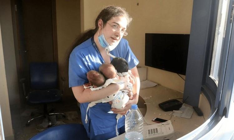 ¡Increíble! Enfermera logra salvar a tres bebés durante explosión  en Beirut