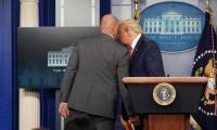 Tras tiroteo desaloja Trump sala de la Casa Blanca