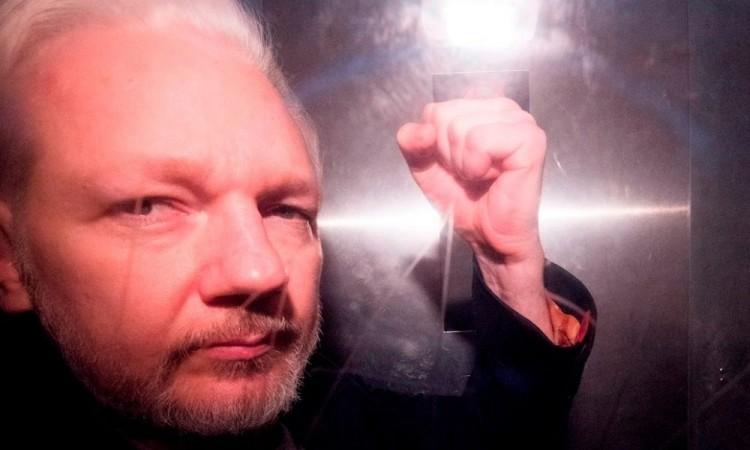Assange combate su extradición a EU en medio de nuevas acusaciones