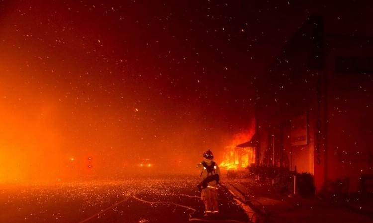 California vive su segunda oleada de fuegos del verano en plena ola de calor