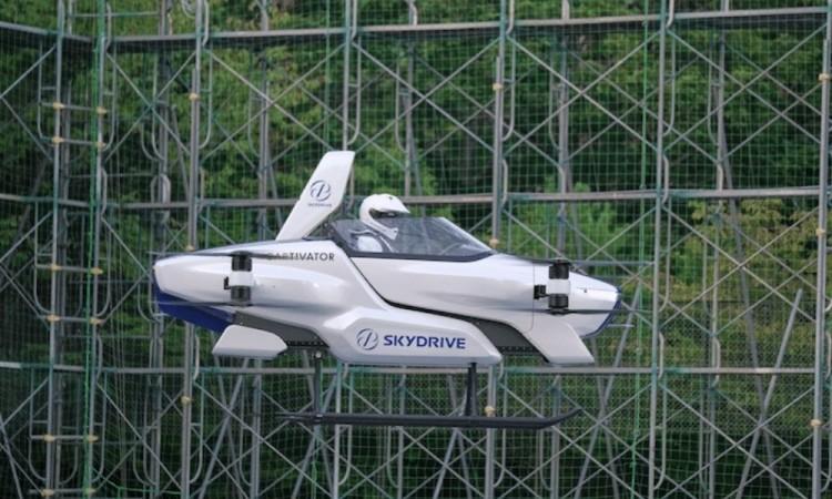 Auto volador en Japón una prueba exitosa