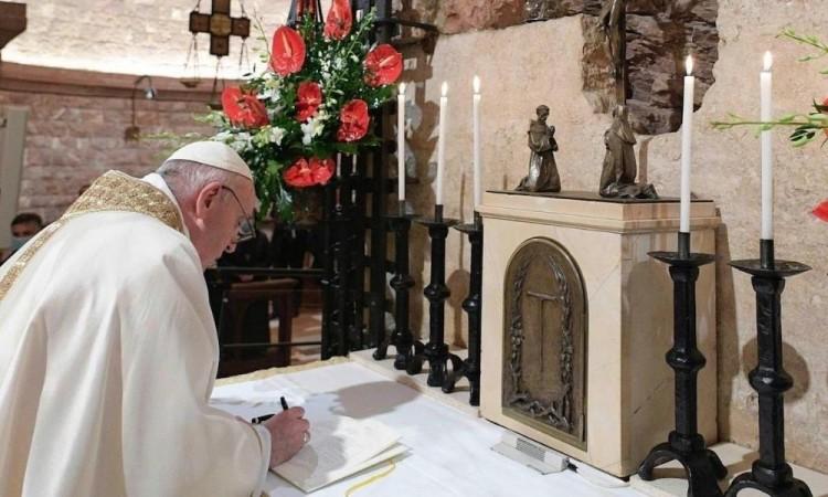 """El Vaticano publicó """"Fratelli tutti"""", la tercera encíclica del Papa Francisco"""