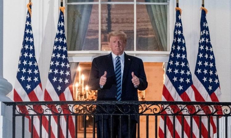 Donald Trump afirmó que él no es contagioso, en absoluto.
