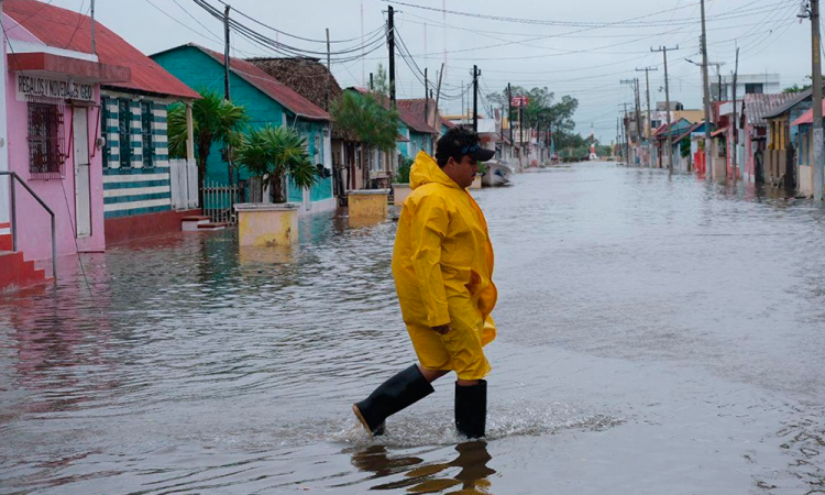 Delta avanza como huracán mayor por el Golfo de México hacia EU