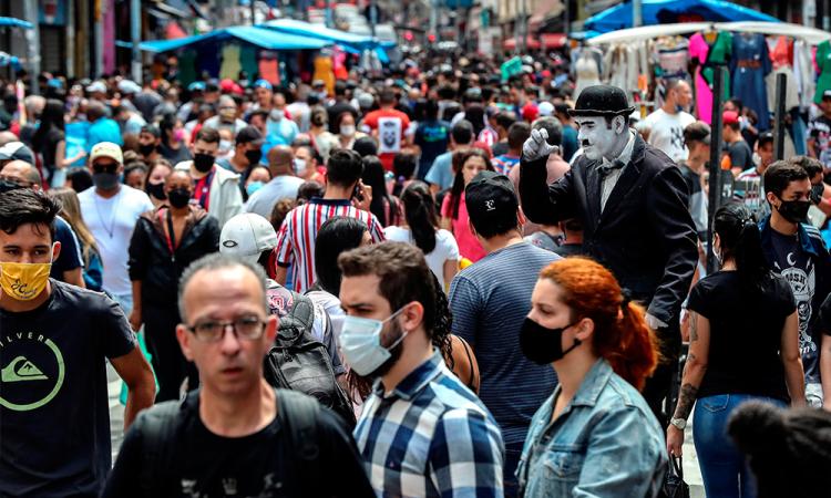 Brasil supera las 150.000 muertes en medio de la indiferencia oficial y social