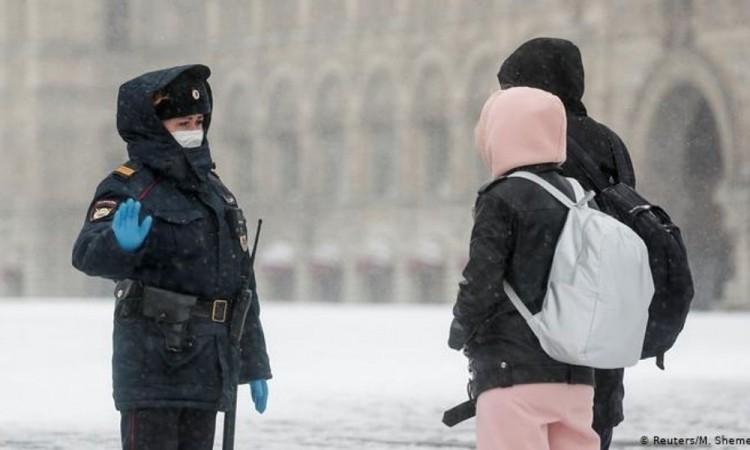 Supera Rusia su peor marca de contagios diarios con más de 14 mil casos y  239 muertos por coronavirus