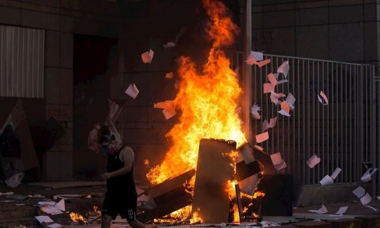 Extrema violencia en Chile deja un muerto y cerca de 580 detenidos