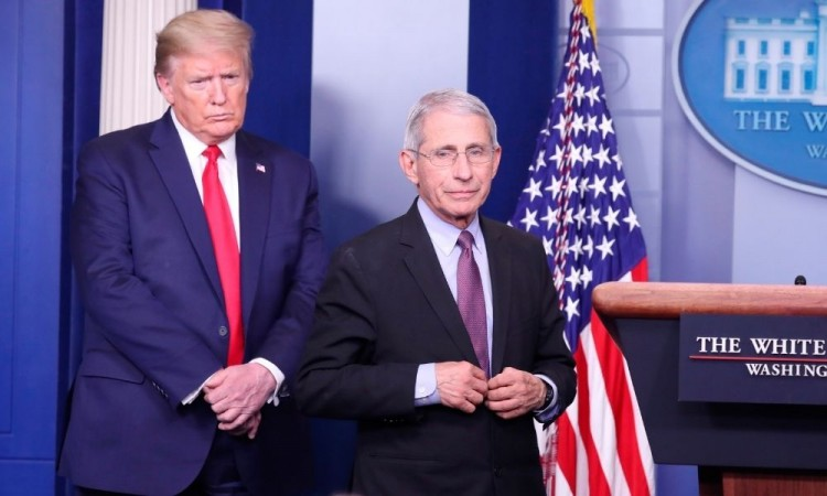 El presidente Donald Trump, junto al principal epidemiólogo del país, Anthony Fauci.