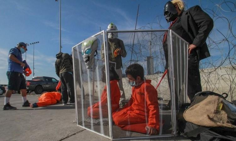Presentan obra de teatro sobre política migratoria en frontera México-EU