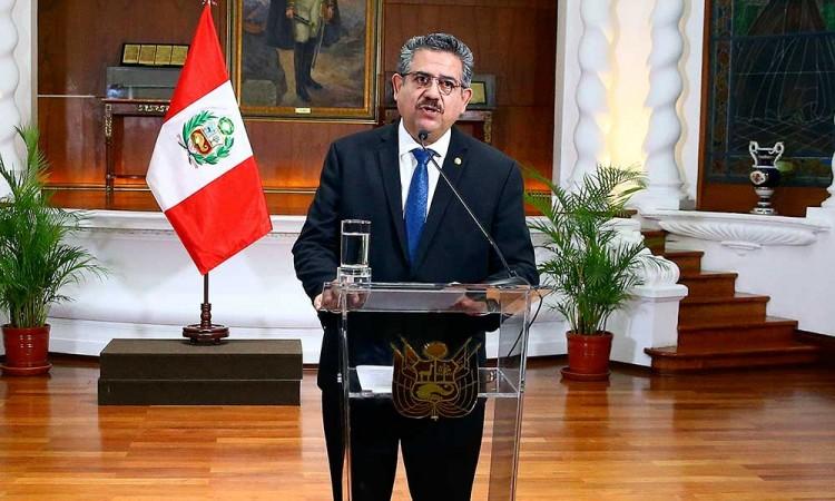 Manuel Merino anuncia su dimisión irrevocable a la Presidencia de Perú