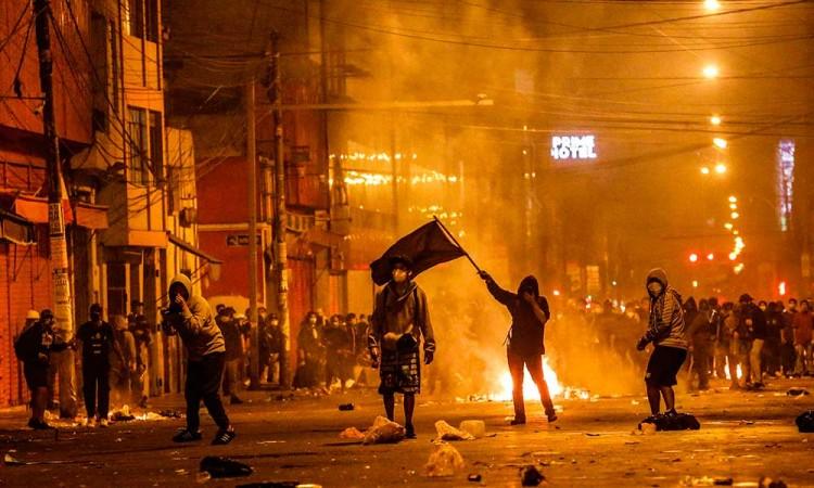 Perú vivió noche de represión por protestas: 94 heridos y dos muertos