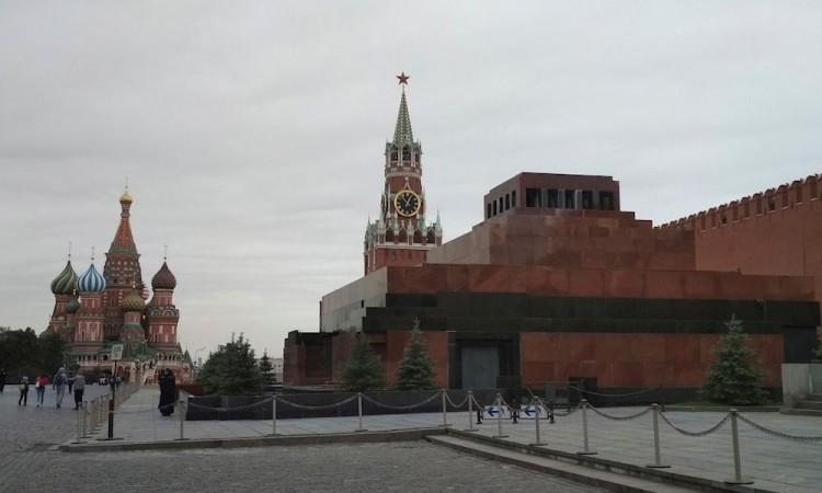 Por pandemia se cierra el mausoleo de Lenin, alerta en Moscú