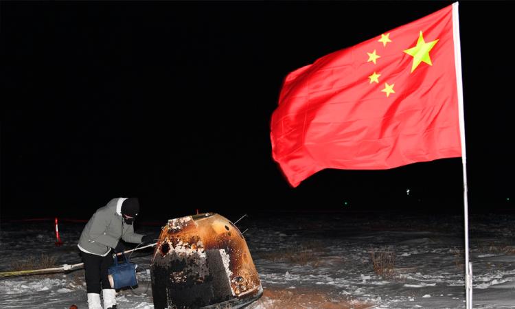 La sonda china Change 5 regresa a la Tierra con muestras lunares