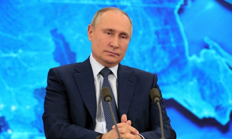 Putin tiende la mano a Biden, pero acusa a EU de meter cizaña en Rusia