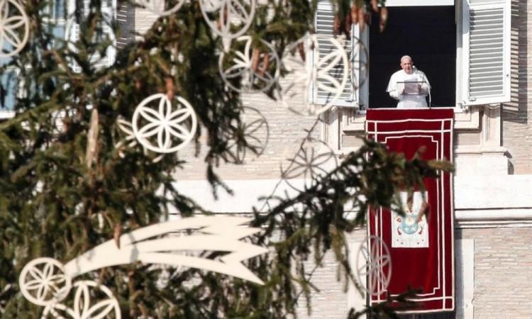 """Lamenta El papa que el consumismo """"ha secuestrado la Navidad"""""""