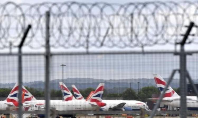Nueva cepa de Covid-19 causa miedo en Europa y suspenden vuelos a Reino Unido